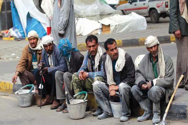 الحرب تدفع أكثر من مليون عامل يمني إلى رصيف البطالة