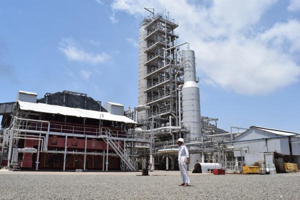 صحيفة:الحكومة اليمنية تبرم صفقة لبيع النفط المجمّد بحضرموت