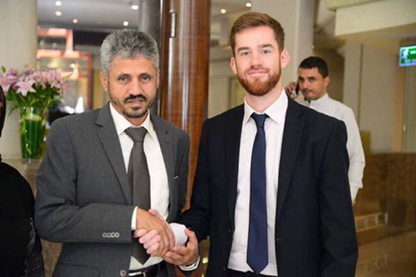 الشيخ حمود المخلافي يلتقي السفير البريطاني لمناقشة وضع تعز