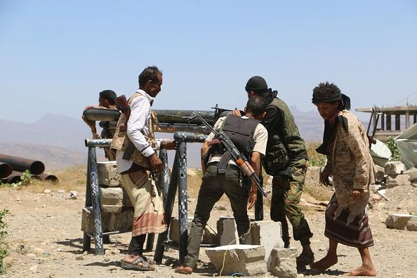 تعز: مقتل حوثيين في معارك وإغتيال اثنين من أفراد الجيش وسط المدينة