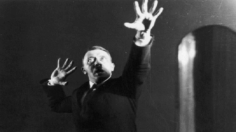 """صور """"سرية"""" لهتلر أخفاها عن الجميع"""