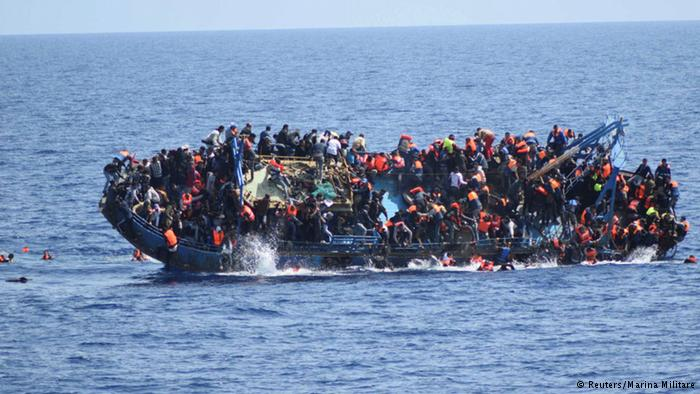 30 قتيل بانقلاب قارب مهاجرين قبالة السواحل الليبية