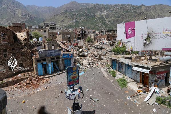 ثلاثة قتلى وإصابة 14 بقصف للحوثيين على أحياء سكنية ومواقع المقاومة بتعز