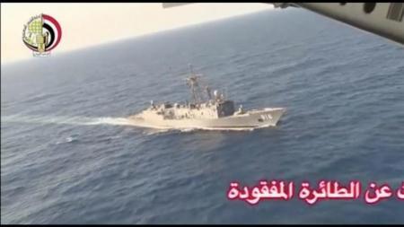 الجيش المصري يعثر على أجزاء من حطام طائرة مصر للطيران