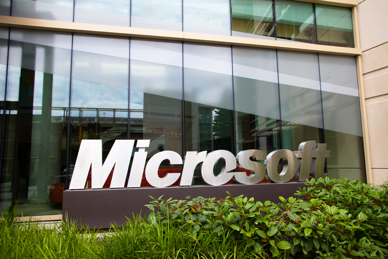 """""""مايكروسوفت"""" ستشتري شبكة """"لينكد إن"""" مقابل 26,2 مليار دولار"""