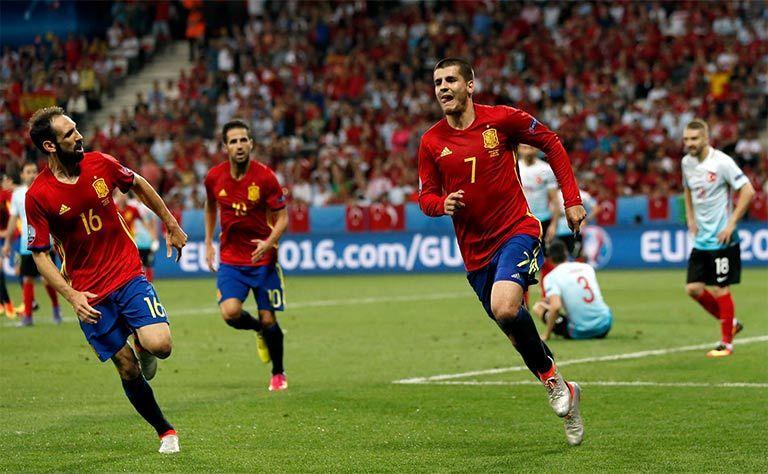 اسبانيا تفوز على تركيا وتتأهل للدور الثاني في بطولة أوروبا