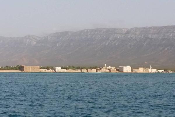 """مسؤول يكشف لـ""""يمن شباب نت"""" تفاصيل جديدة عن قضية البحارة الإيرانيين بسقطرى"""