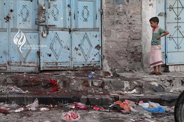 إصابة 12 مدنيا في قصف لمليشيات الحوثي وصالح بتعز