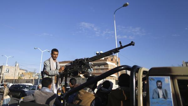 إب :مسلحون حوثيون يقتحمون إدارة أمن وسط المدينة ويطلقون سراح سجين بالقوة