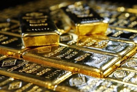 الذهب يرتفع لأعلى سعر في 3 أسابيع ويتجه للصعود للأسبوع الثاني