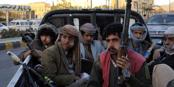 صعده : مليشيا الحوثي تختطف شابا معاق عقب اقتحام منزله بمديرية ساقين