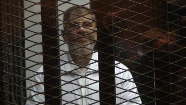 مصر: الحكم بالمؤبد لمرسي والإعدام لـ6 آخرين بتهمة التخابر مع قطر