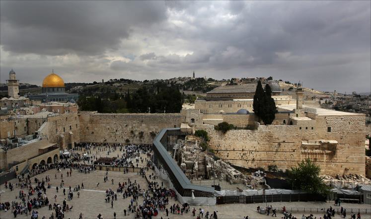 مستوطنون يقتحمون المسجد الأقصى بالذكرى 49 لاحتلال القدس
