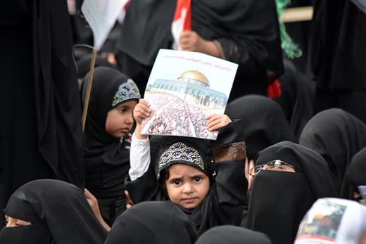 كتاب وناشطون يسخرون من إحتفال الحوثيون بيوم القدس بتوجيه من إيران (تقرير)