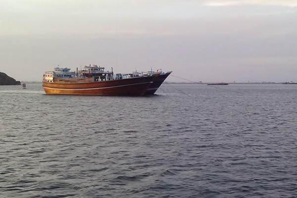 فقدان أربعة بحارة بتصادم مع سفينة مجهولة لقاربهم قبالة سواحل المهرة