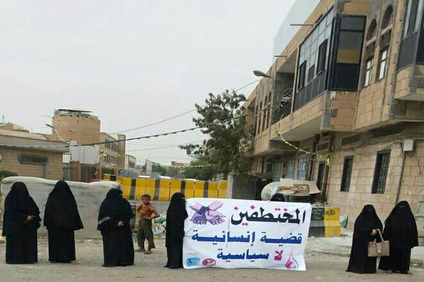 """تحذيرات حقوقية من ارتكاب مليشيات الحوثي جرائم بحق مختطفي """"هبرة"""""""