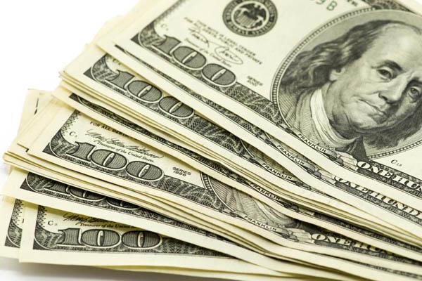 الدولار يزحف نحو 13 جنيهاً في السوق المصرية السوداء