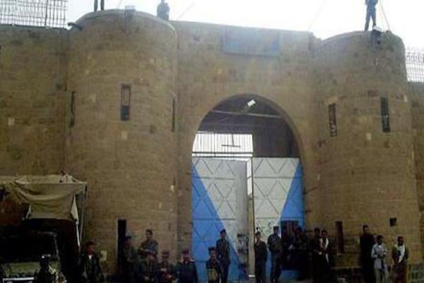 قوات تابعة للمخلوع تقتحم مركزي صنعاء وتختطف 4 من شباب الثورة