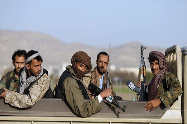المخلوع يسلم الحوثيين أحد معسكراته بذمار بناء على اتفاقهم الأخير