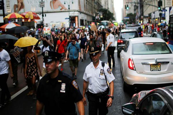مقتل 4 من رجال الشرطة الأمريكية خلال مظاهرات في أمريكا