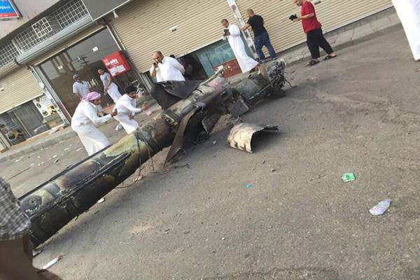 الدفاع الجوي السعودي يعترض صاروخا للحوثيين على خميس مشيط