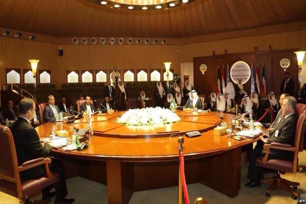 سفراء الدول الراعية للمشاورات لوفد الانقلابيين:ندعم بقوة شرعية الرئيس