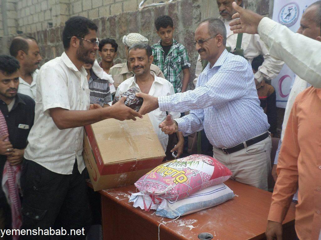 توزيع 400 سلة غذائية لذوى الاحتياجات الخاصة بمحافظة الضالع