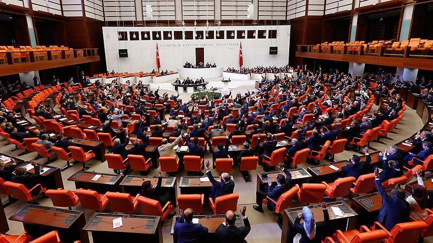 تركيا: البرلمان يقر فرض حالة الطوارئ الجيش يتوعد الانقلابيين