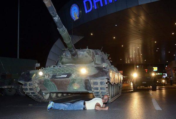 """قناة """"الجزيرة"""" تنشر مراسلات بين الإنقلابيين في تركيا تكشف خططهم للسيطرة على الحكم"""