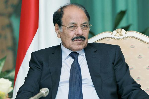 نائب الرئيس يحث القيادات العسكرية على مضاعفة الجهود لاستعادة الدولة