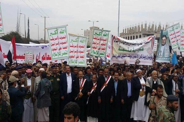 ذمار: الحوثيون يجبرون موظفي الدولة على التظاهر لفشلهم بالحشد