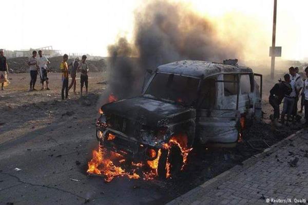 أبين: مقتل أربعه جنود وإصابة خمسه آخرين في انفجار سيارة مفخخة بمنطقة شقره