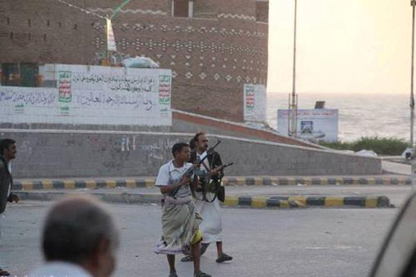 الحديدة: مليشيات الحوثي تشن حملة اقتحامات للمساجد وتعين خطباء موالين