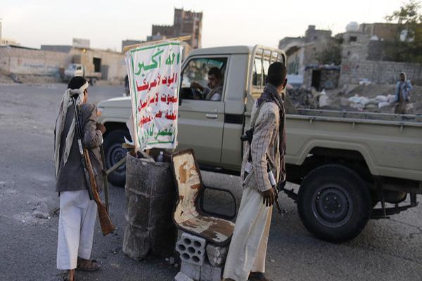 ذمار: مليشيا الحوثي تفرج عن سبعة من عناصرها المتهمين بقتل أحد قياداتها الميدانية