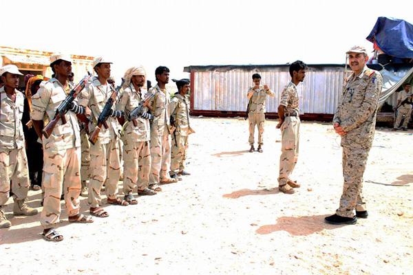 رئيس هيئة عمليات الجيش الوطني يزور لواء الأحقاف في الشحر