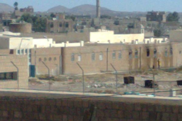 مسلحون قبليون يهددون باقتحام السجن المركزي بذمار
