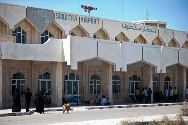 وصول 700 جندي يمني لسقطرى بعد تدريبهم بالإمارات