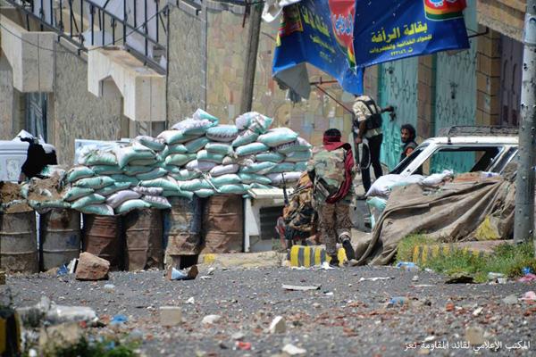 مقتل 12 حوثيا وإصابة آخرون بمواجهات مع المقاومة في تعز