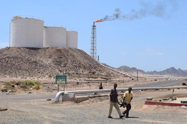 الحكومة: استئناف إنتاج وتصدير النفط ينعش الاقتصاد الوطني
