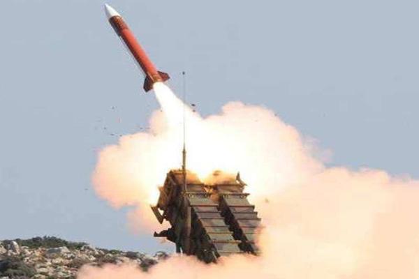 الدفاع الجوي السعودي يعترض صاروخا أطلقه الحوثيون على خميس مشيط