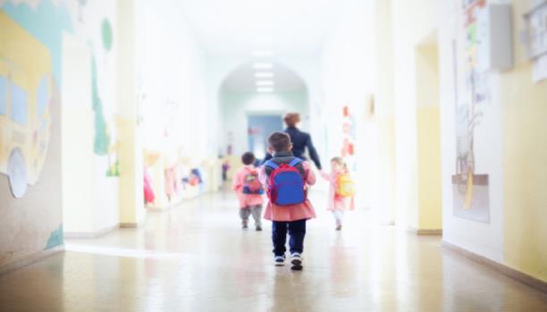 كيف تساعد طفلك على تنظيم وقته مع بدء المدرسة؟