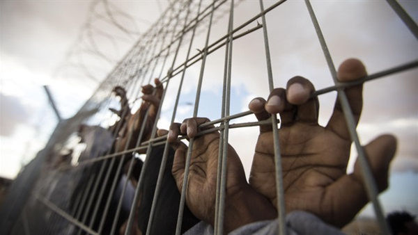 شاب يفقد بصره نتيجة تعذيب الحوثيين له في سجونهم بصنعاء