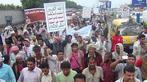 الحوثيون يجبرون موظفي الدولة على حضور مهرجانهم ويحولون صنعاء إلى ثكنة عسكرية