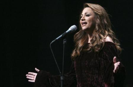 اللبنانية جوليا بطرس تغني للوطن والغربة والحب بعد غياب عامين