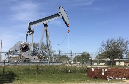وكالة الطاقة تتوقع تحسنا تدريجيا لأسواق النفط بعد شهور من تخمة المعروض