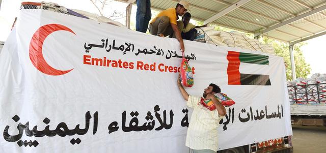 الهلال الأحمر الإماراتي يدشن العيادة الطبية المتنقلة بلحج