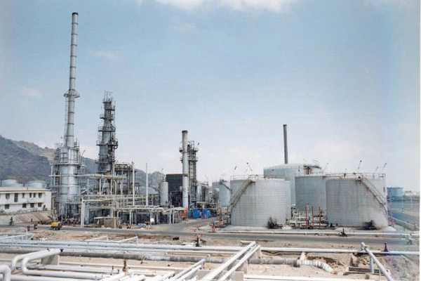 """إضراب موظفي """"المصافي"""" يضاعف ساعات الانقطاع الكهربائي في عدن"""