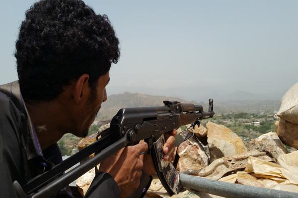 تعز: مقتل وإصابة 18حوثيا بمواجهات مع الجيش الوطني