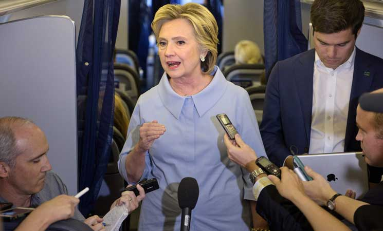 كلينتون تبدي مخاوف حيال تدخلات روسية في الانتخابات الأمريكية