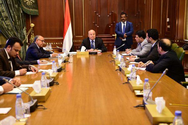 رئيس الجمهورية يحث البنك على توفير السيولة النقدية والإيفاء بالتزامات الدولة تجاه المجتمع